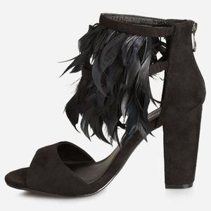 10W ASHLEY STEWART BLACK Feather Chunky Sandals